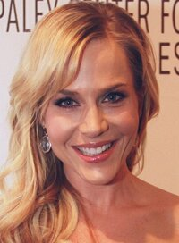 image Julie Benz